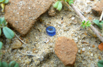 Blue-glass-bead-found-between-pottery-shards-3